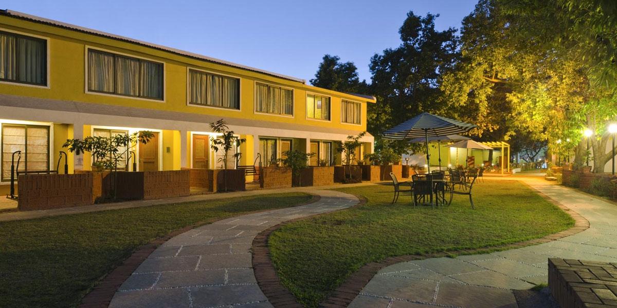 Saj Resort Mahabaleshwar Family Hotel In Mahabaleshwar Swimming Pool Spa Garden Jacuzzi Cottages